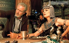 "Ridley Scott y Sigourney Weaver en ""Exodus: Gods and Kings""."